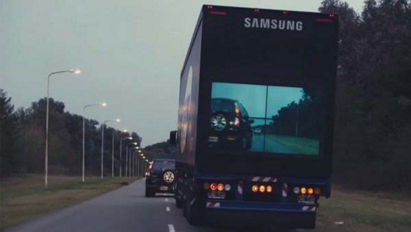 Светодиодный LED экран на автомобиле для безопасного обгона
